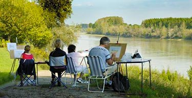 painting guests on holiday in southwest France